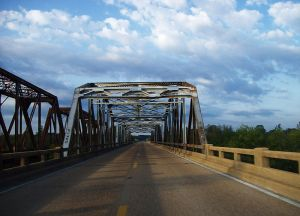 800px-tallahatchie_bridge-hwy_7_mississippi